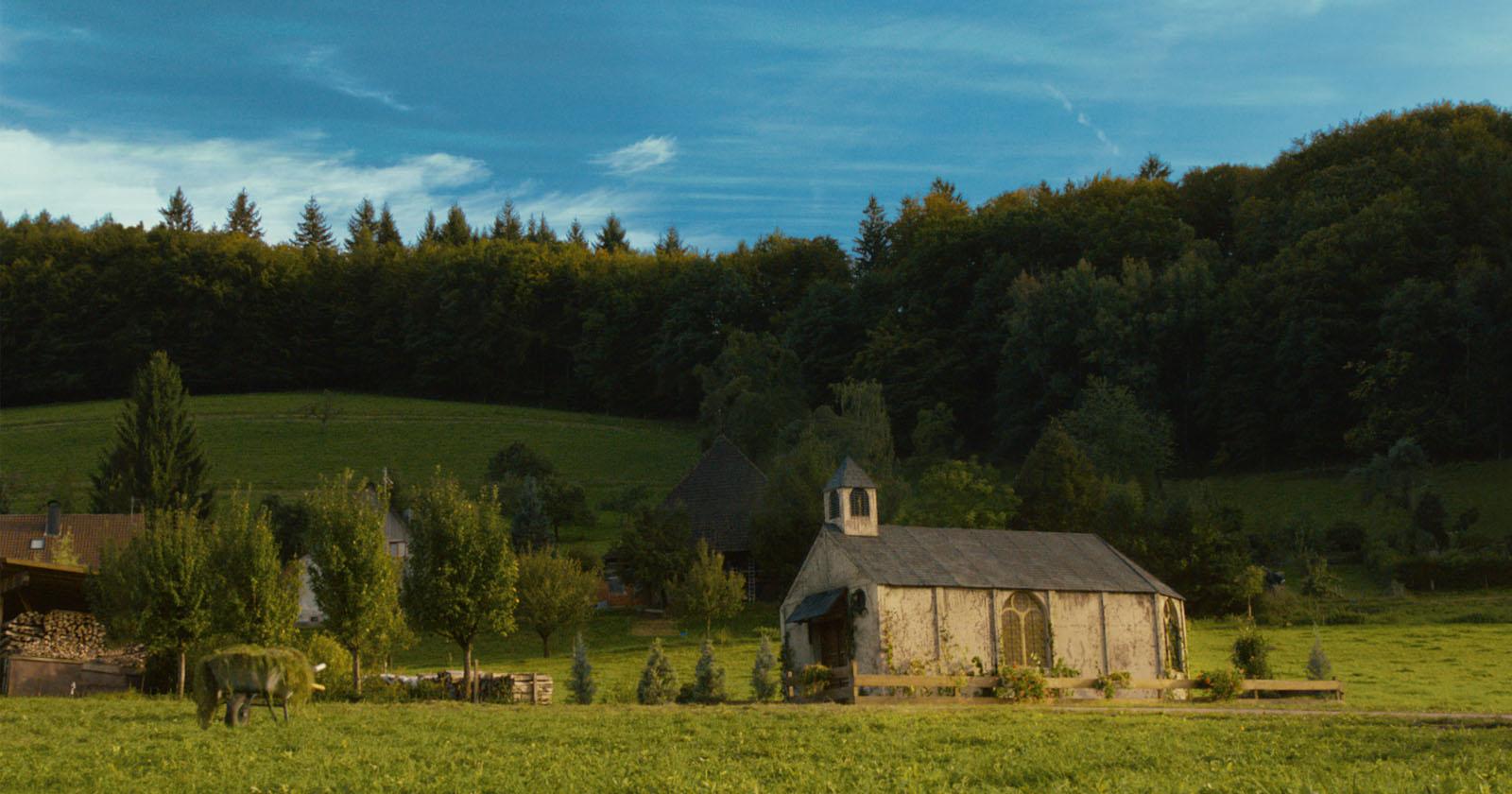 Die Kirche Bleibt Im Dorf Film